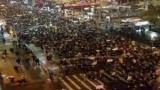 مئات الآلاف يتظاهرون ضد ترامب في انحاء الولايات المتحدة